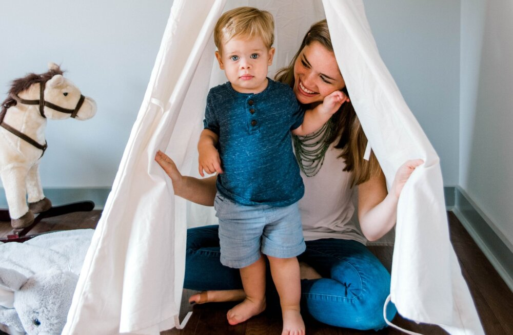 Väikelaste ema tööle naasmisest: naiivselt arvasin, et nüüd jaotuvad mehega kodused tööd, aga tegelikuses võtsin omale kohustusi juurde
