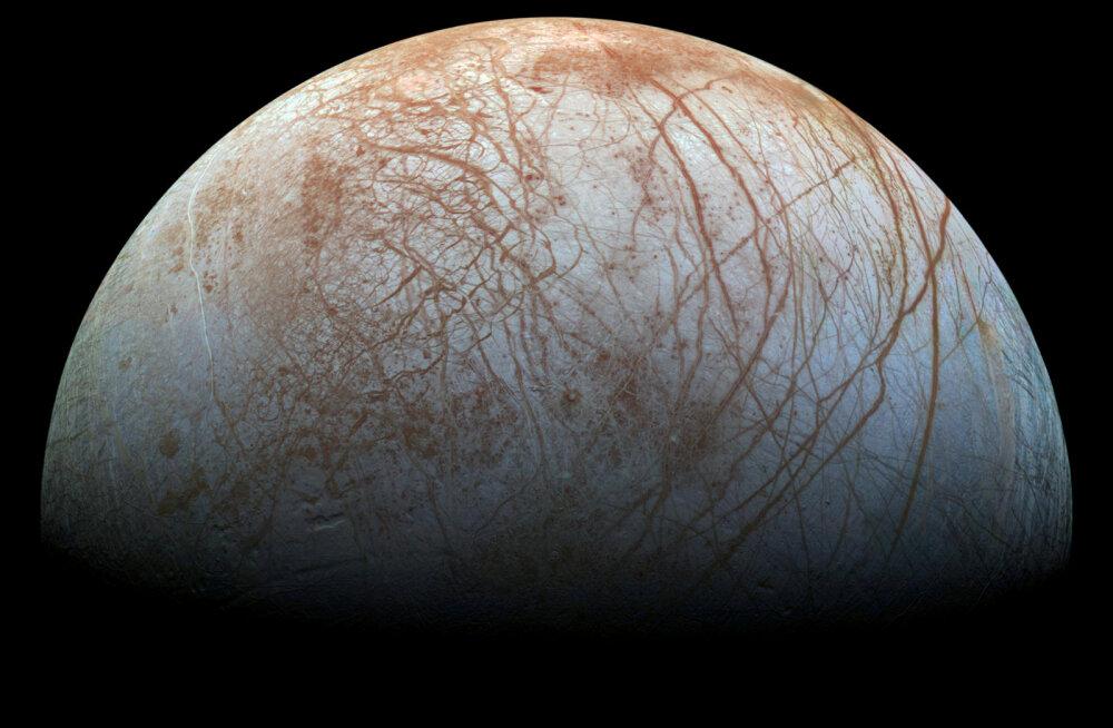 Jupiteri kuu Europa pinnast paiskuvad välja võimsad veepahvakud