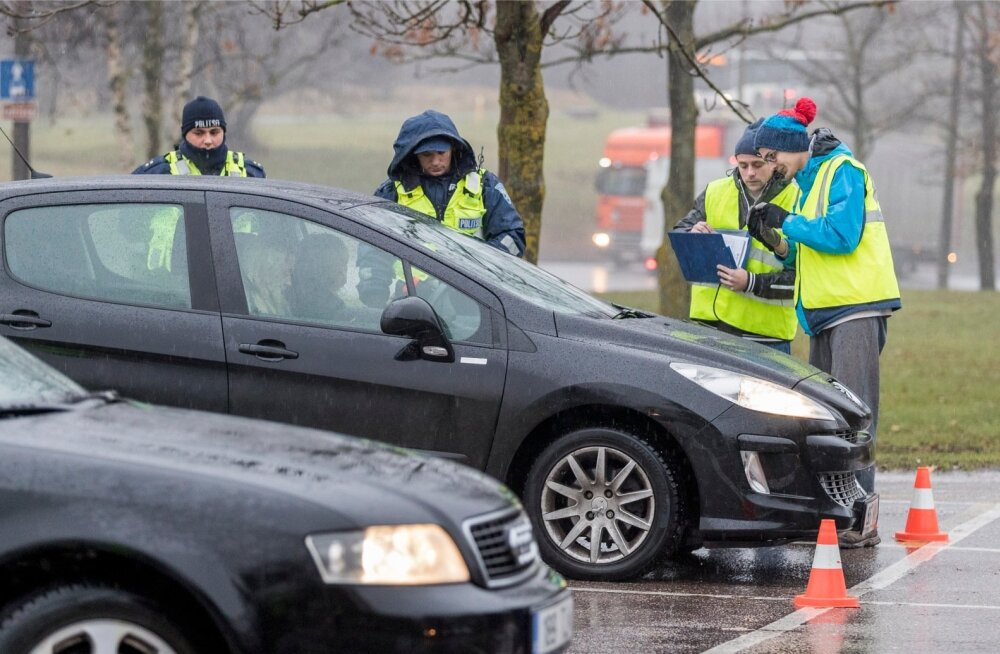 Miks ärihuve esindav Rehviliit käib politseiga reididel, et autodel talverehve kontrollida?