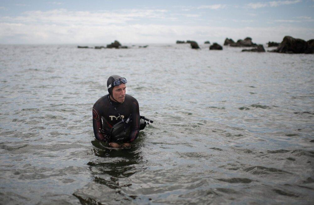 Kange mees: 51-aastane prantslane alustas Tokyost üle Vaikse ookeani ujumist