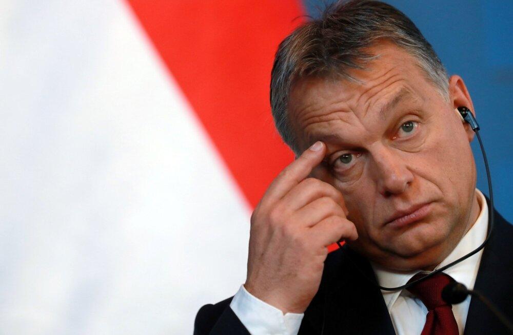 Brüsselist tulnud karm kriitika ja kodumaal toetuse vähenemine näib olevat Ungari juhi Viktor Orbáni lõpuks mõtlema pannud.