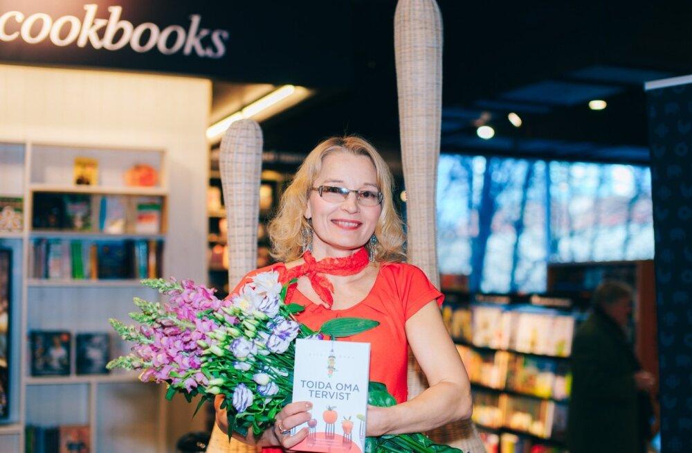 """Terviseterapeut ja toitumisnõustaja Liis Orav esitles raamatut """"Toida oma tervist""""."""