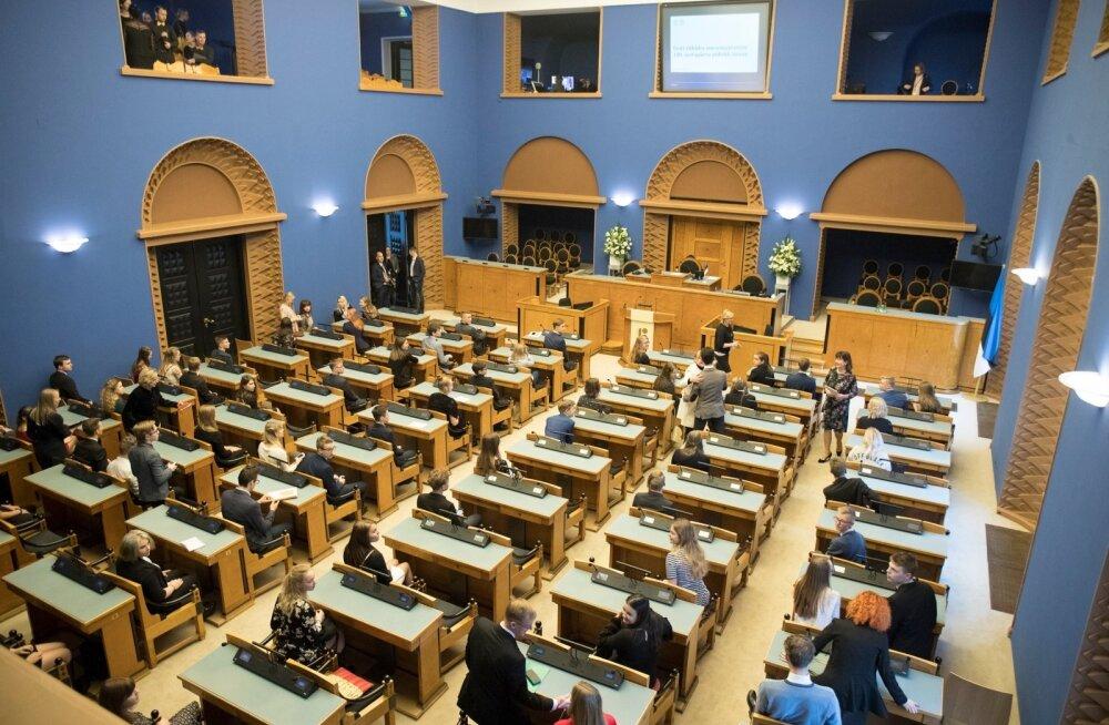 Президент, спикер Рийгикогу, премьер-министр и председатель Госсуда будут получать по 5200 евро