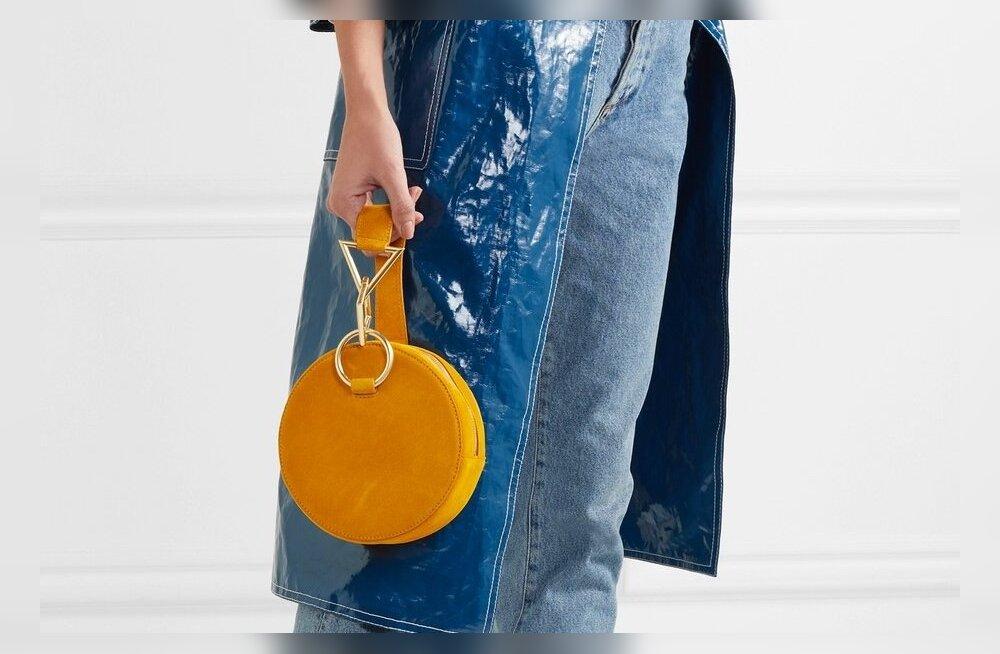 """Tara Zadeh' ümar kott """"Azar"""" on sel aastal tohutult populaarne. Seemisnahast kott on valmistatud Hispaanias käsitsi ning sellist stiili kotti kantakse elegantselt randmel või sõrmede vahel. 445.-"""