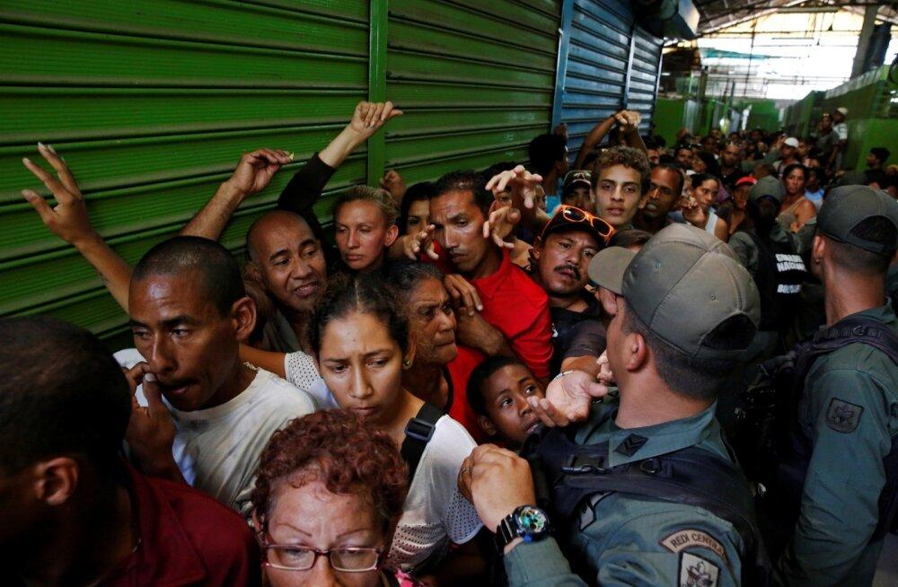 Caracase munitsipaalpoes käib selline möll, et korda peab hoidma politsei.