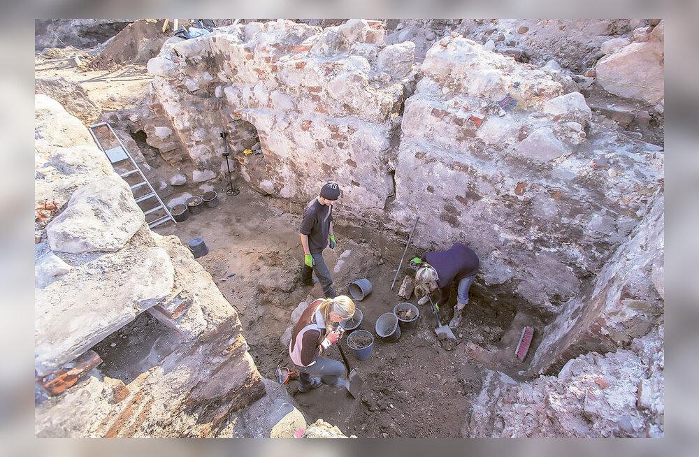 VIDEO ja FOTOD: Tartu maapõuest avastati ootamatult unikaalsed keskaegsed elamud