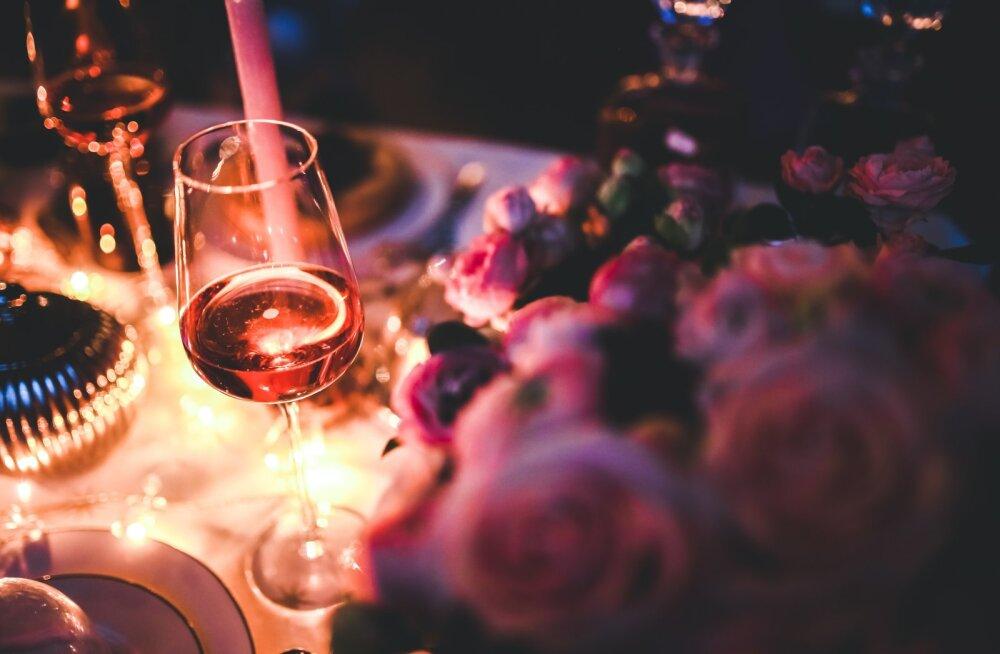Помогает сердцу, вредит печени. 7 фактов о вине, которые стоит знать всем