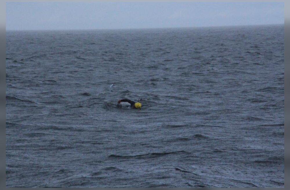 VIDEO   Hulljulge ujuja alustas teekonda Rootsist Saaremaale
