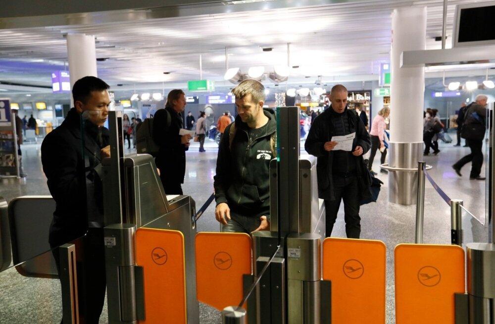 ФОТО: Почти дома! Эстонские судовые охранники вылетают в Таллинн