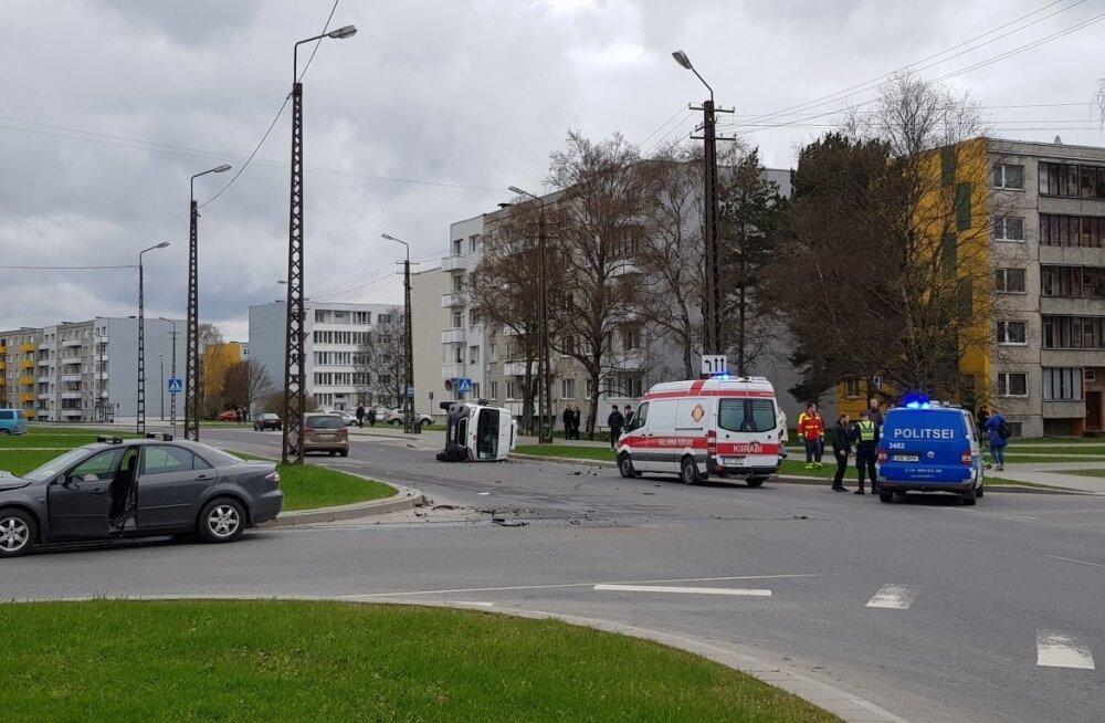 ФОТО: В Ыйсмяэ столкнулись легковушка и фургон