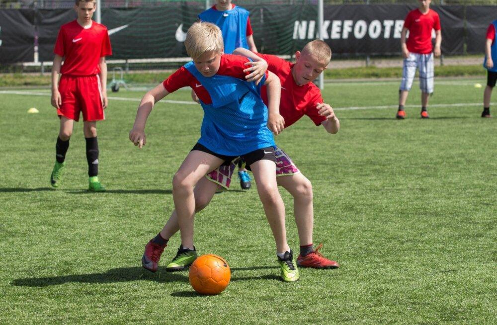 SPIN-programm arendab jalgpallimängu kaudu nii sportlikke kui ka eluks vajalikke sotsiaalseid oskusi.