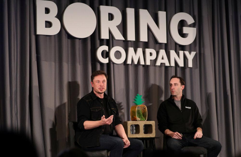 Surm õhust: Elon Musk ennustab, et lendavad autod võivad hakata jalakäijaid tapma