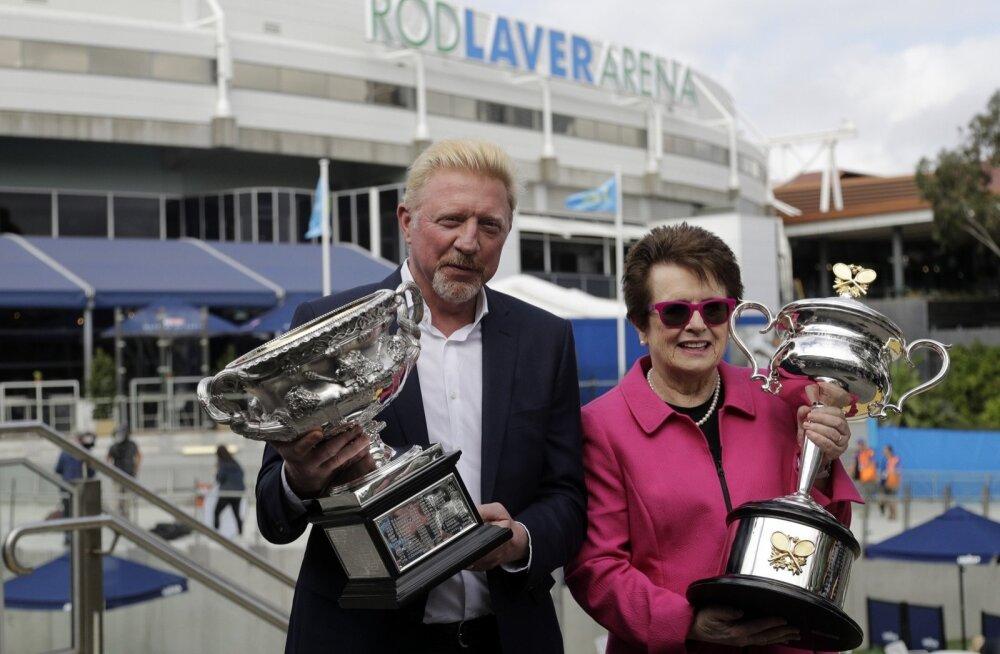 Boris Becker poseerimas Australian Openi võidukarikaga