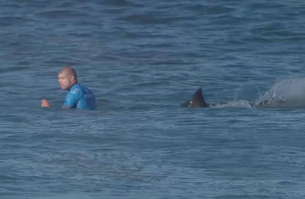 Hairünnakust tervena pääsenud surfar tegi suure annetuse teisele surfarile, kellel haiga nii hästi ei läinud