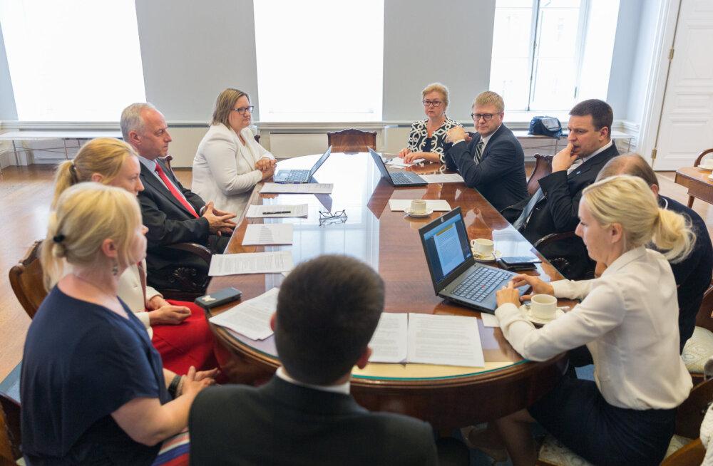 Ратас обсудил с представителями KredEx и министерств проблему полупустых домов