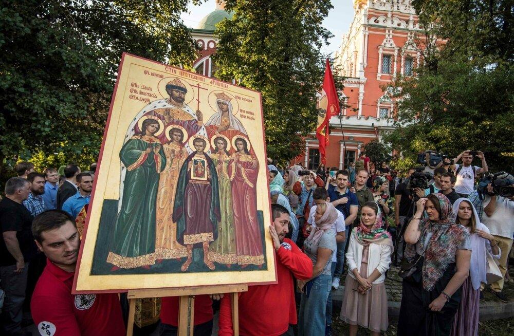 """1. augustil Moskvas toimunud meeleavaldusel palvetati, et """"Matilda"""" autorid meelt parandaksid."""