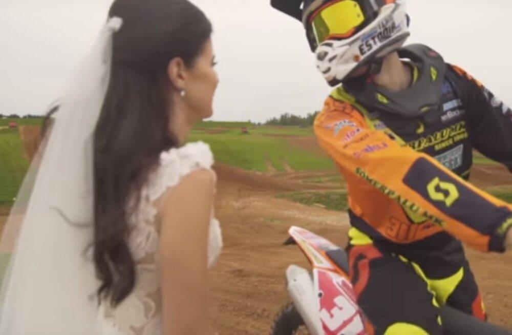IMEARMAS VIDEO | Martin Leok ei saanud ka pulmapäeval krossisiõdust loobuda
