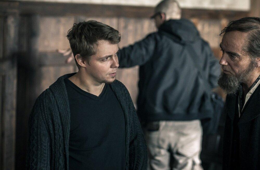 """Tegelaskuju vormimisprotsessis käib töö koos näitlejaga. Tanel Toom (vasakul) ja Priit Võigemast (Pearu) """"Tõe ja õiguse"""" võtetel"""