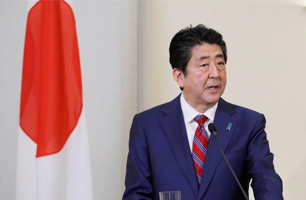 Eestit väisanud Jaapani peaminister Shinzo Abe ütles reede õhtul, et Jaapan võiks Tallinnas asuva NATO küberkaitsekeskuse töös edaspidi partnerriigina osaleda.