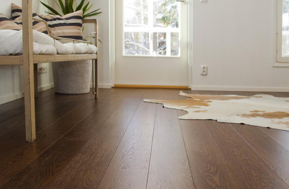 Лак, масло или воск — чем покрыть деревянный пол?