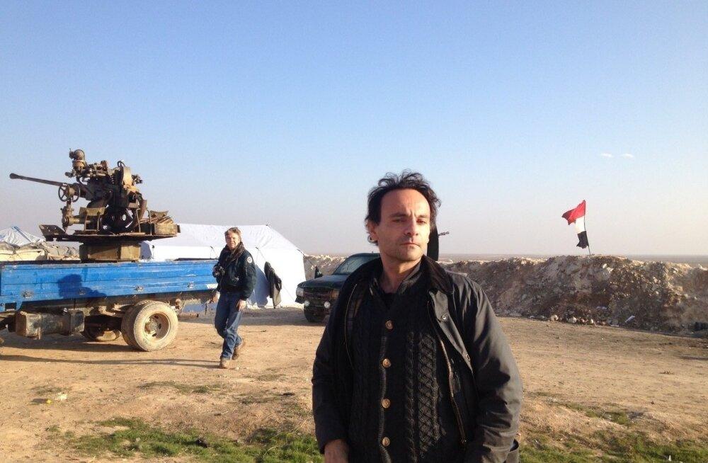 Robert Dulmers 2015. aastal Süürias Ar-Raqqah lähedal asunud rindejoonel.