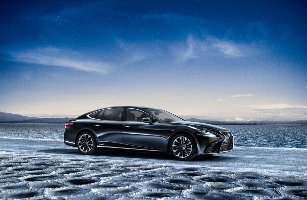 Lexuse lipulaev LS paistab esimest korda silma atraktiivse välimusega. Endiselt üritatakse ostjaid meelitada ohtra mugavus- ja turvavarustusega ning margile kuulsust toonud hübriidmootoriga.
