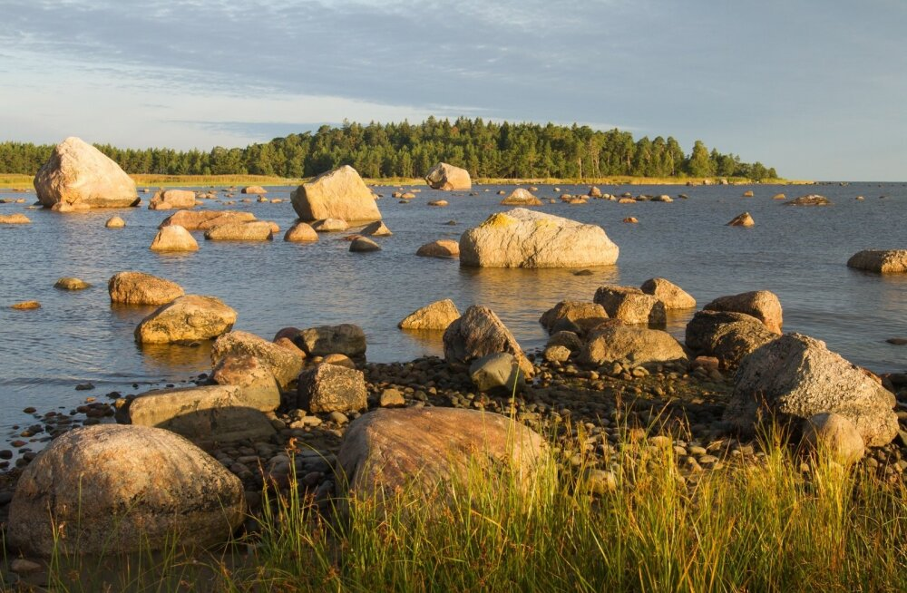 Kes tahab Lobi neeme kõige suurema kivi otsa ronida, peab üle tema väiksemate vendade ukerdama.
