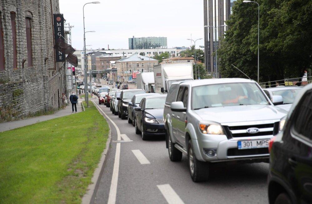 KÜSITLUS | Kuidas tulete toime suvistest ümberkorraldustest tingitud liikluskaosega?