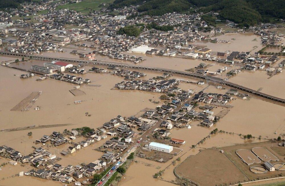 Jaapani rekordiline vihmasadu on kaasa toonud vähemalt saja inimese hukkumise