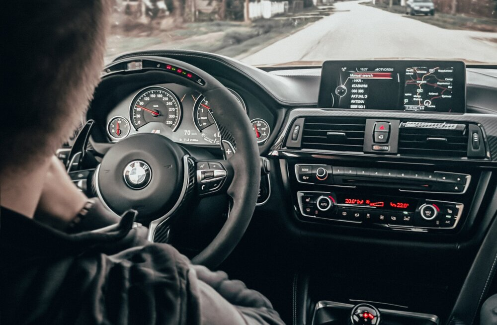GPS abistamas juhti navigeerimisel.