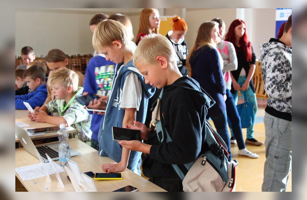 Eesti koole väisavad IT-tudengid külvavad noortesse huvi programmeerimise vastu