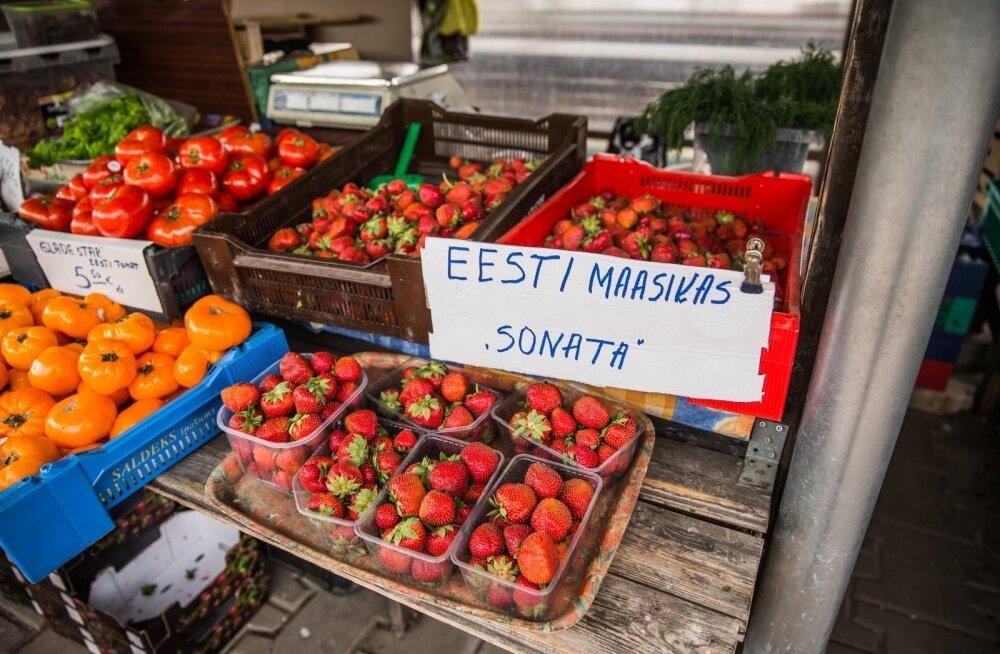Eesti maasikad on Tartu turule jõudnud.