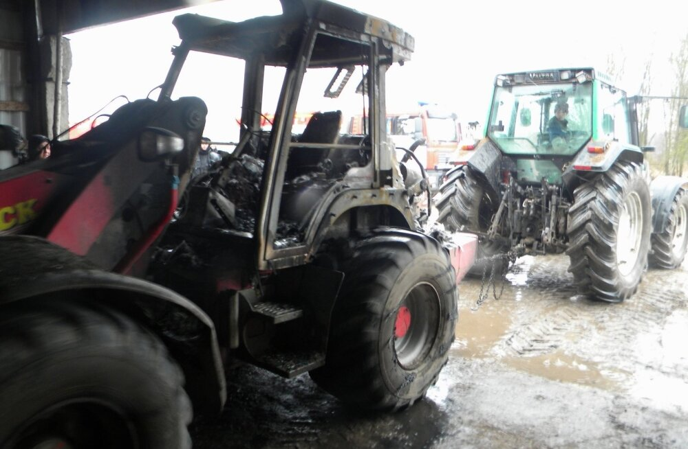 Pajusi vallas Lahavere külas põles traktor