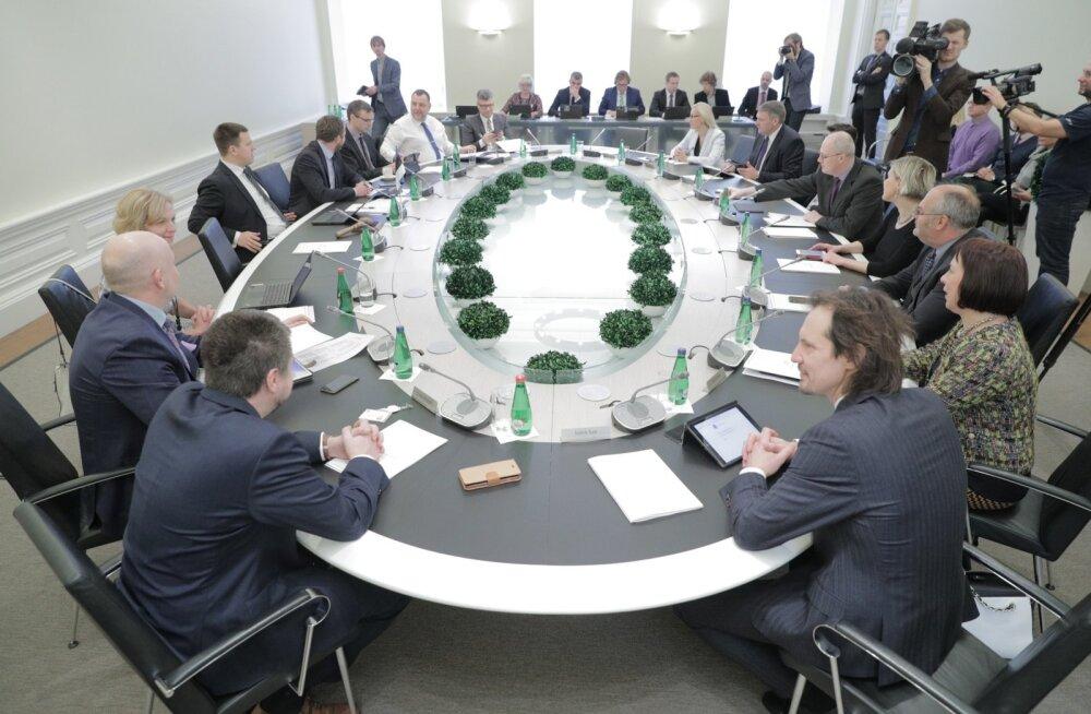Valitsuse esimene istung