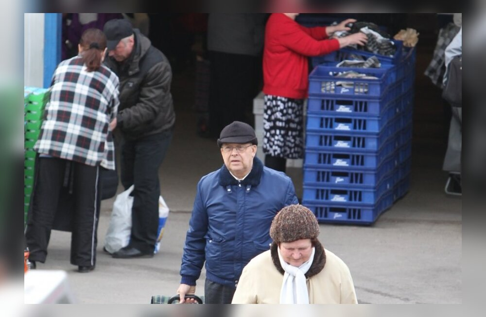 Evelin Ilvese isa Lembit Int Soomes tasuta toiduabi järjekorras