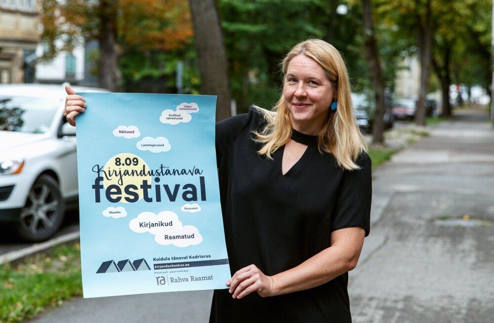 """""""Loodame, et ühel päeval on Koidula tänav kirjandustänav, mis on märgistatud näiteks kirjanike jalajälgedega ja tsitaatidega majaseintel. Seni aga on meil kord aastas üritus, kus kirjandus tuleb tänavale,"""" ütleb Maarja Vaino."""