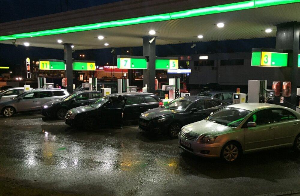 KÜSITLUS | Kuidas on mõjutanud sinu elu kütuse hinnatõus?