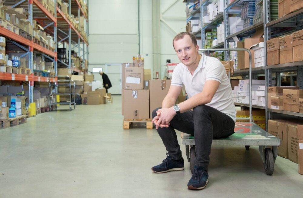 Tarkvarafirma Erply juht Kristjan Hiiemaa ütleb, et pole mingit vajadust inimesi Tallinnasse kokku vedada, nad võivad töötada seal, kus elavad, kui vaid elekter ja internet olemas on.