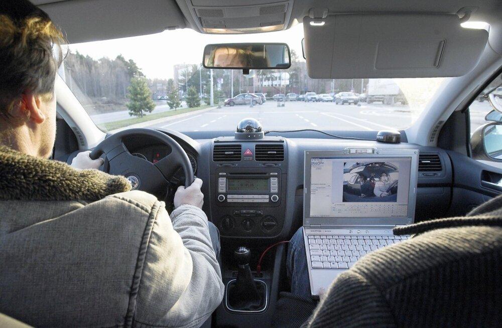 Sõidueksamite pikkade järjekordade taga on mootorratturid ja eksamil läbi kukkujad