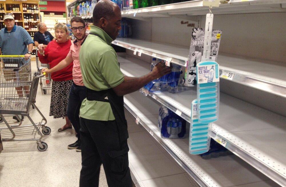 Inimesed valmistuvad orkaan Irmaks ette.