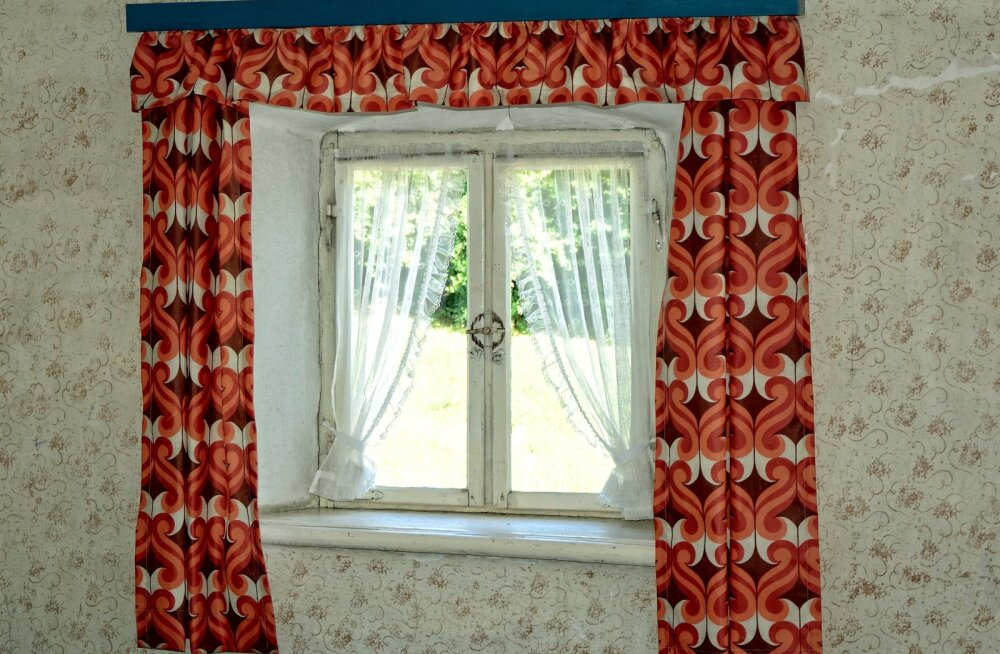 Кухонное окно: выбираем занавески