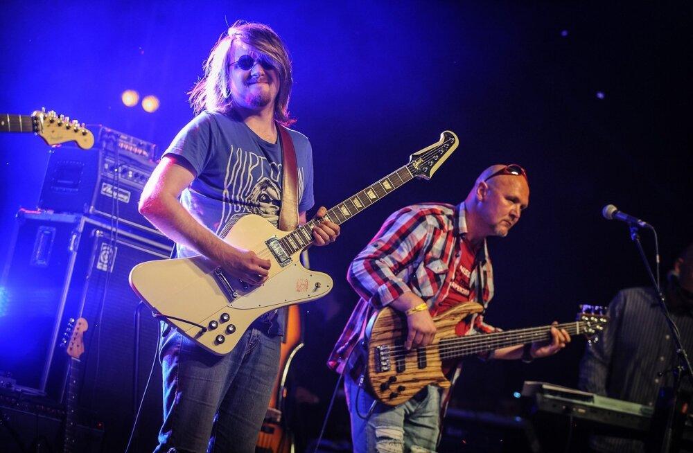 Laur Joamets (vasakul) 2012. aasta suve Augustibluusil