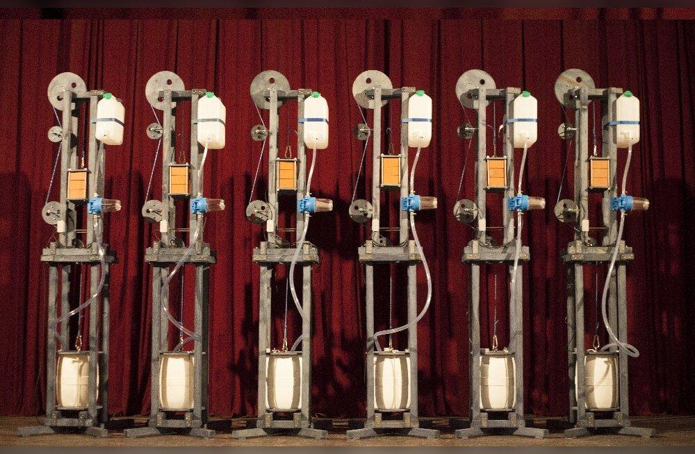Эрик Алалоога покажет в Тартуском художественном музее инсталляции из интерактивных машин