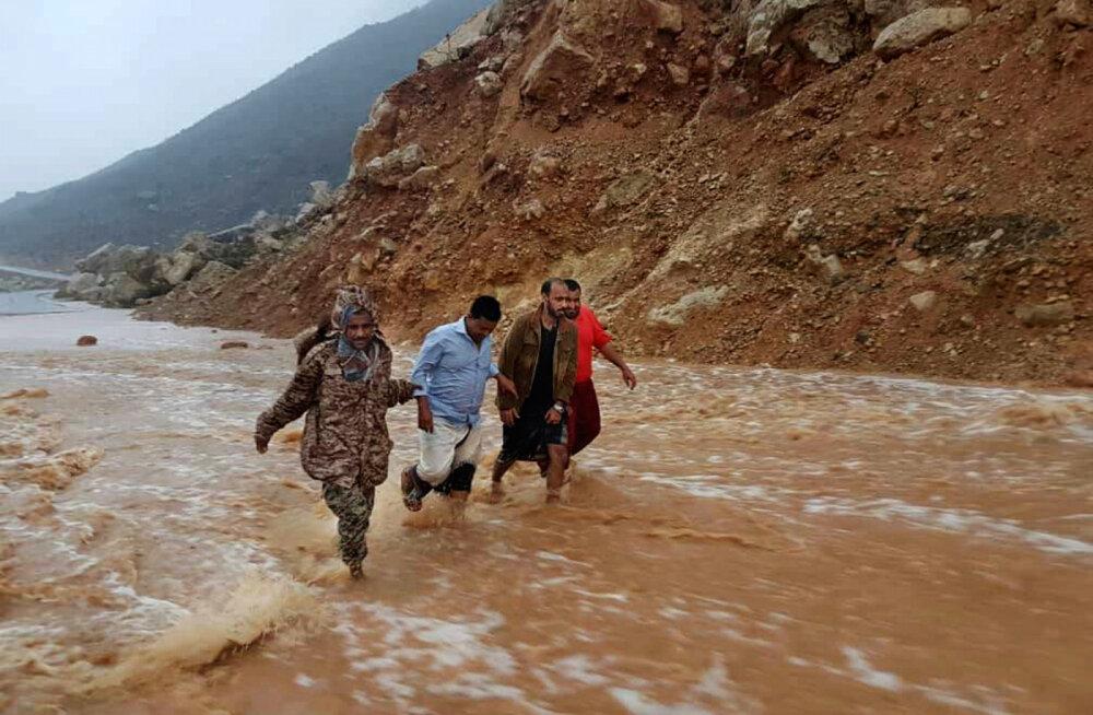 ВИДЕО: Циклон превратил пустыню в край озер