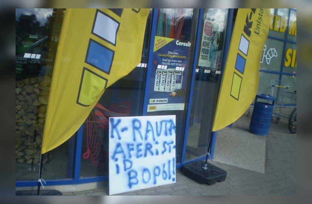 Мужчина устроил акцию напротив магазина, чтобы не платить по счету