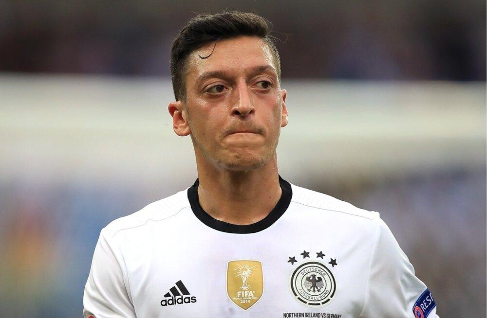 Mesut Özil Saksamaa koondise särgis.