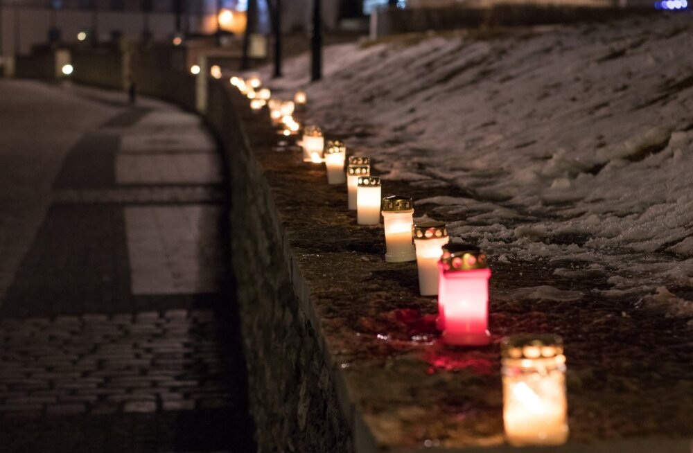 Märtsipommitamise küünlad Harju tänaval