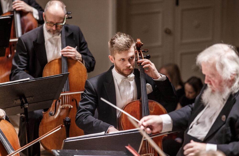 Виолончель возрастом почти в 200 лет Фонда музыкальных инструментов ЭР отправится в тур по Гонконгу