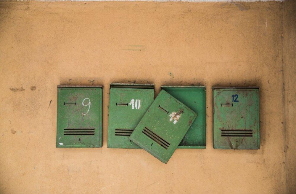 Omniva kaudu saadetud kirjadel ja pakkidel on tihti seiklusrikas käekäik, vahel suisa kurb.