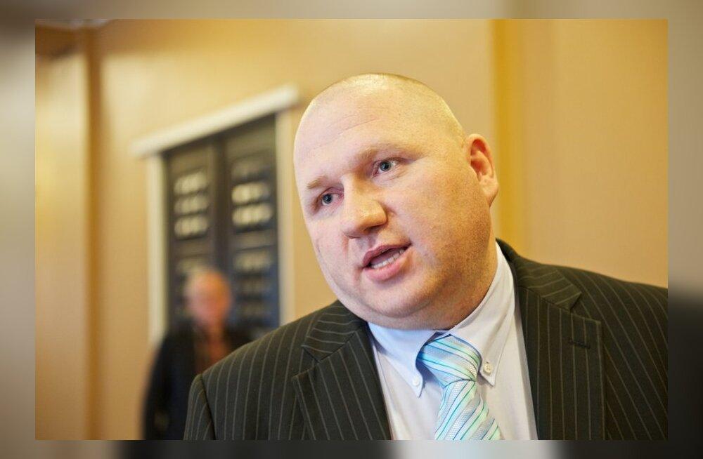 Urbo Vaarmann andmas ametivannet riigikogus